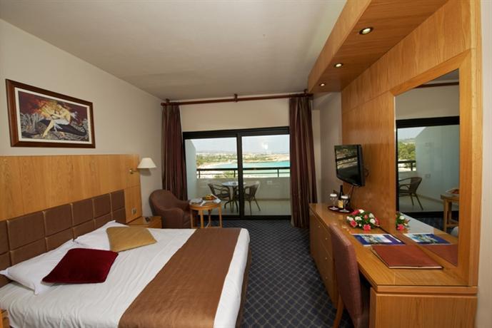 מלון אדמס ביץ קפריסין מומלץ