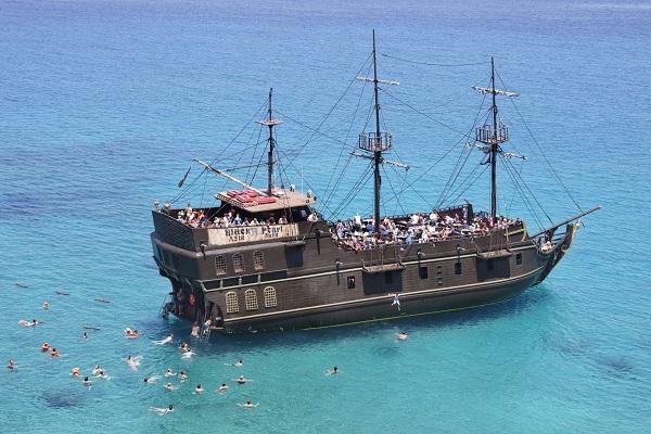 ספינת פיראטים אטרקציה ימית